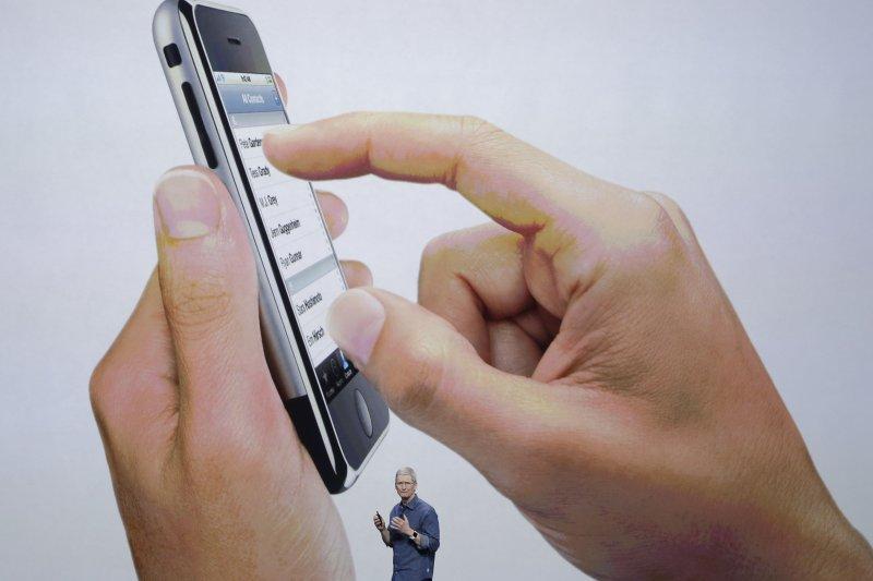 針對FBI要求提供破解iPhone安全編碼,蘋果表示只需一個下午,「但我們不做。」