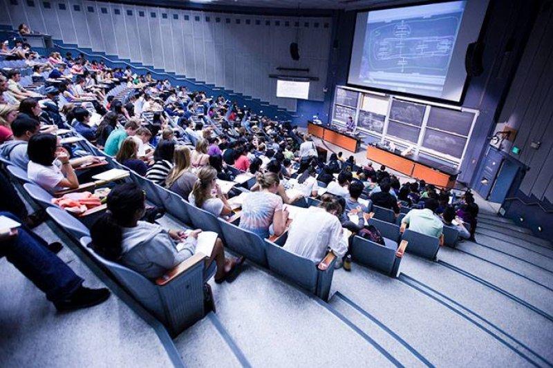 歐美名校反對過度分門別類、支離破碎的課程制度。(圖/UC San Diego@facebook)