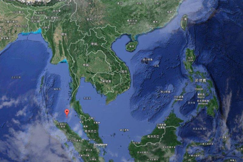 我國漁船「聖德財」和「連億興116號」21日凌晨3時多到清晨6時,在麻六甲海峽遭到槍擊。圖為事發位置。(擷取自Google Map)