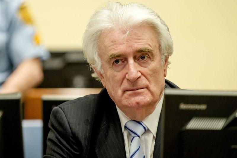 犯下雪布尼查屠殺罪行的卡拉季奇24日出庭聆聽宣判(美聯社)