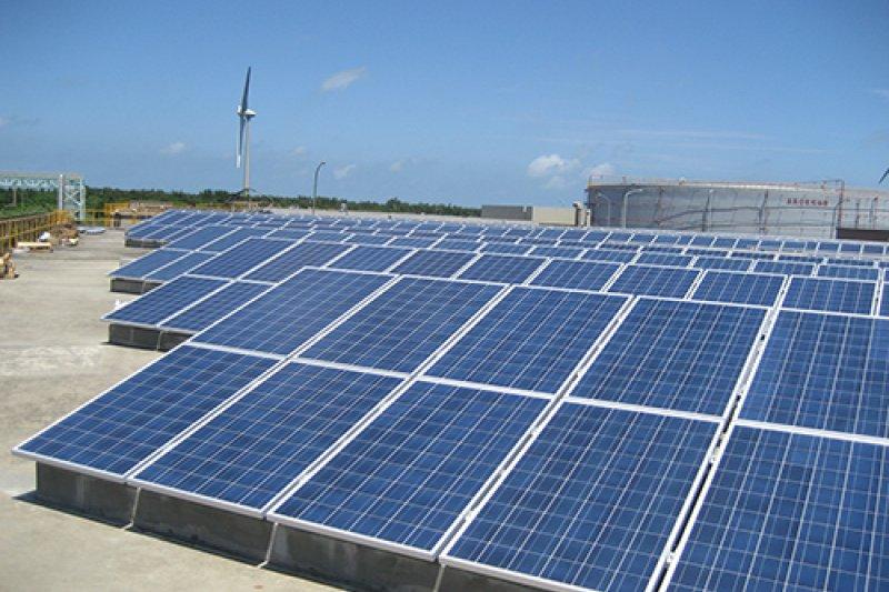 台灣真能靠這種看天吃飯的太陽能供電嗎?(取自台電網站)