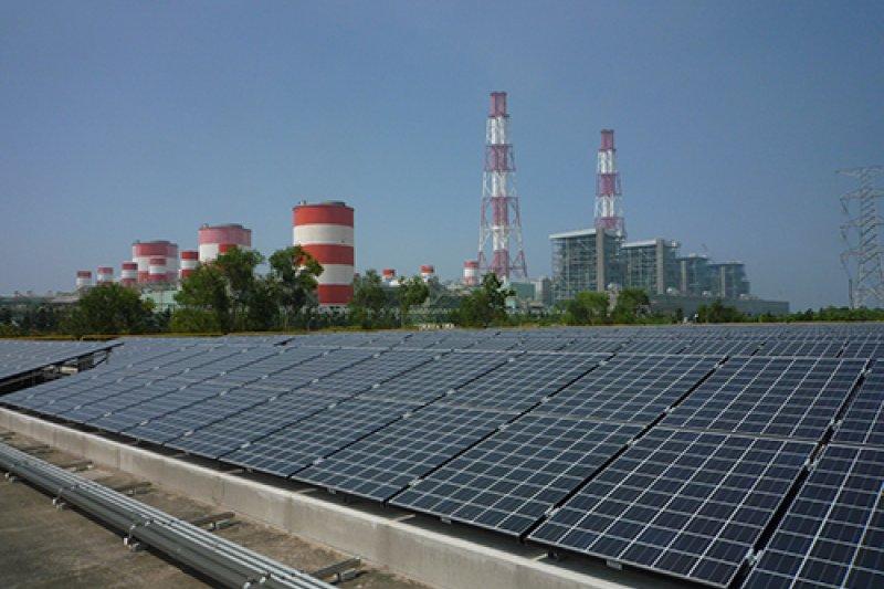 依新政府規劃,到2025年全台太陽能裝置容量達2000萬瓩(20GW),風力裝置容量達420萬瓩(4.2GW)。(資料照,取自台電網站)
