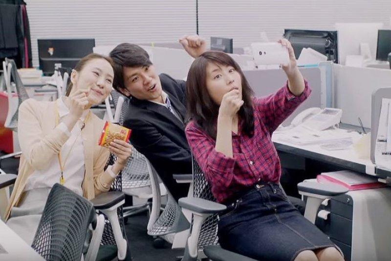 台灣有哪些伴手禮,會讓日本妹都失心瘋?(圖/autoxp049@youtube)