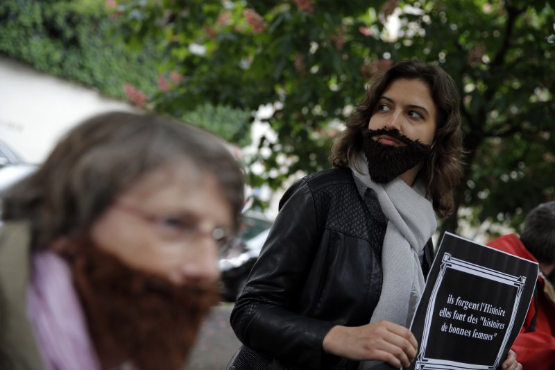 法國婦女抗議政治圈性騷擾歪風(美聯社)