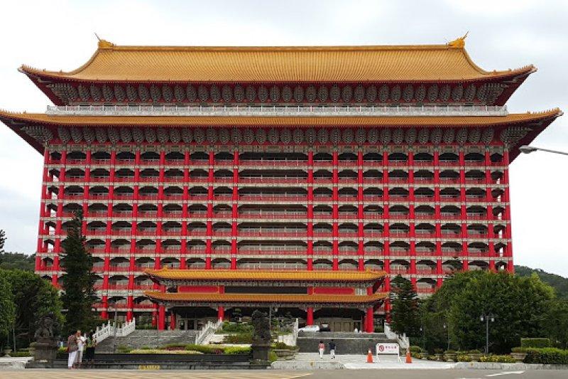 圓山大飯店隸屬台灣省敦睦聯誼會,成立時即表示不以營利為主,經營是為了開發國際觀光,服務招待外賓、國賓,促進外交及社會公益。