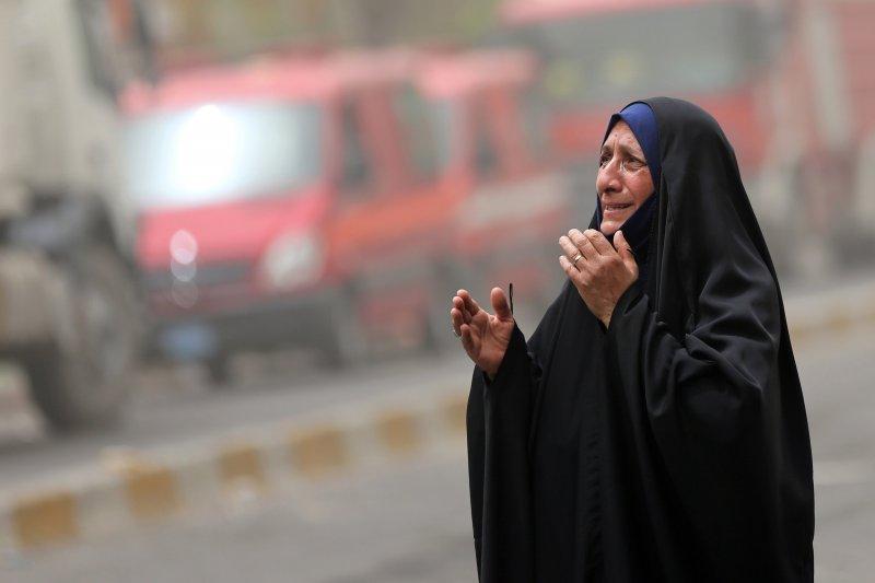 伊拉克首都巴格達3日發生恐怖攻擊,死傷慘重,伊斯蘭國宣稱犯案,民眾哀悼(美聯社)