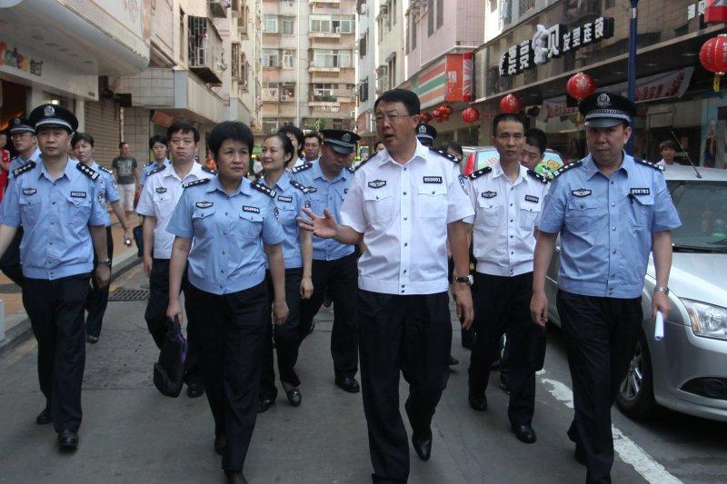 中國大陸警方與柬埔寨警方合作,於今(12)日順利從柬埔寨押回74名詐騙犯。(示意圖,圖片取自飞流图片)