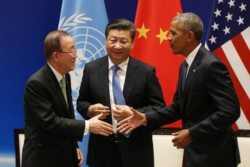美國總統歐巴馬與中國國家主席習近平宣布正式批准《巴黎協定》(Paris Agreement),並與聯合國秘書長潘基文舉行批准文書交存儀式(美聯社)