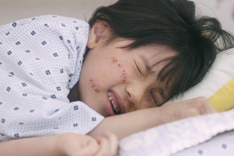 在上學途中遭性侵的女孩,療傷過程究竟會遇上多少身心折磨?(圖/愛奇藝提供)