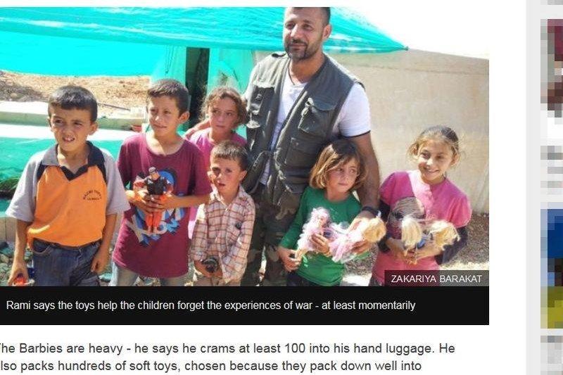 芬蘭籍敘裔的艾德翰(右3)人稱「阿勒坡玩具走私客」,4年來,他從芬蘭赫爾辛基出發,造訪敘國28次以上。送玩具給生來就在戰火中度過的小孩是什麼感覺?艾德翰說:「難以言喻。」(圖取自BBC網站www.bbc.com)