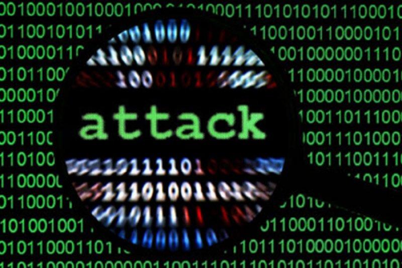資安法讓政府可長驅直入民間的電腦機房,是不當的擴權與濫權。(AP)