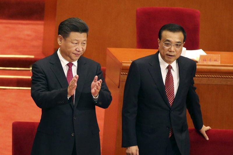 裴敏欣指出,威權體制下的中國經濟發展容易導致權貴資本主義,其根本原因是統治精英控制了巨大的經濟資源和有對產權的絕對定義和支配權。圖為習近平(左)、李克強。(AP)