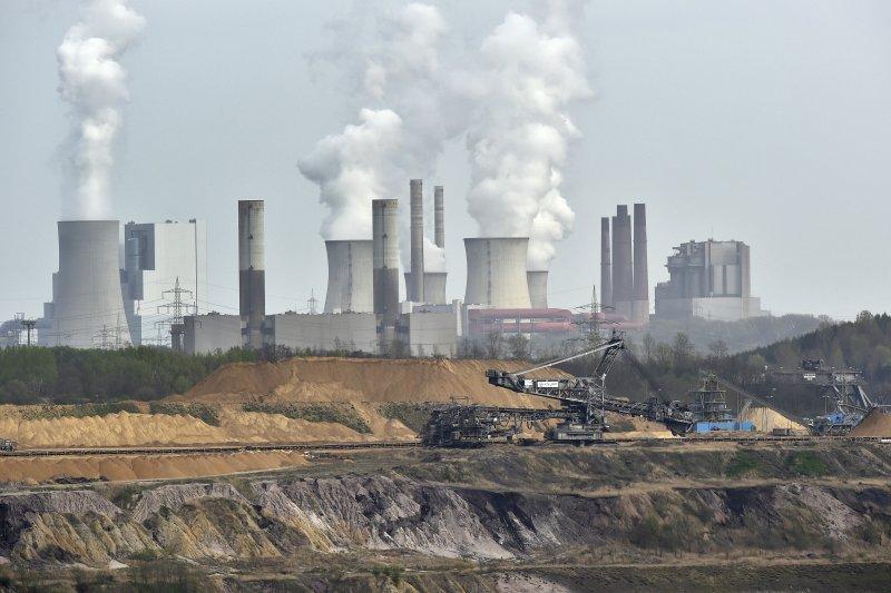 作者期盼,台灣也能有一個像法國總統馬克宏一樣,能榮耀地球,並讓台灣感受偉大的氣候政策。(資料照,AP)