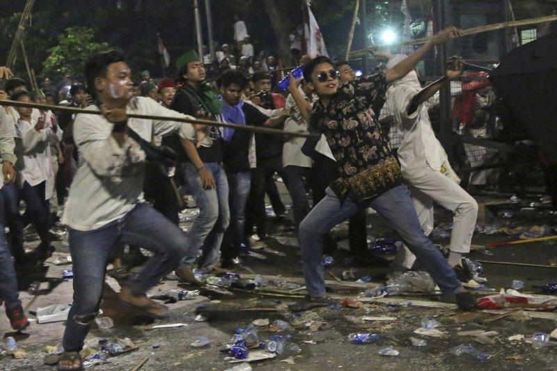 印尼穆斯林抗議雅加達省長鍾萬學褻瀆伊斯蘭教(AP)