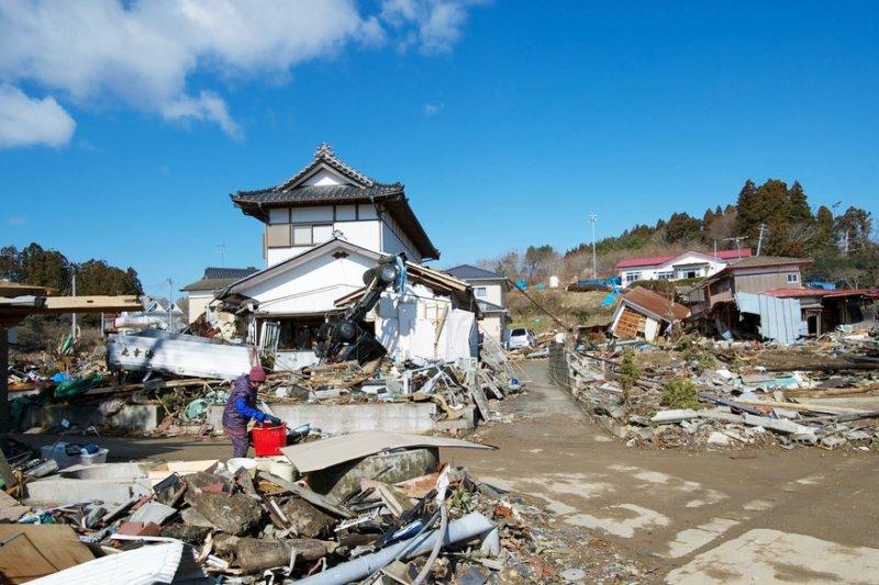 災難過後,整個日本商業活動幾乎停擺,許多風俗店卻在災後一周內開始重新營業,為什麼呢?(圖為福島災區/OKAMOTOAtusi@flickr)