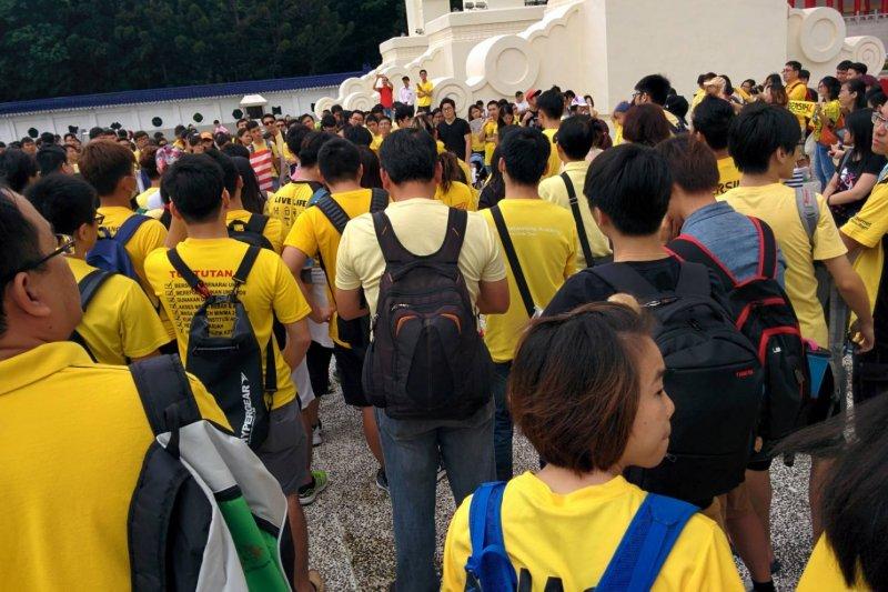 2015年抗議馬來西亞政府貪腐的「淨選盟4.0」台北場在自由廣場集會,當場的大馬遊子約500人。(網友提供)