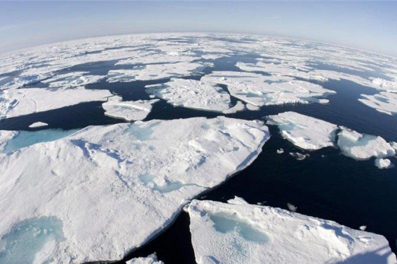全球暖化加劇,造成南北兩極的冰層溶解越來越快速(AP)