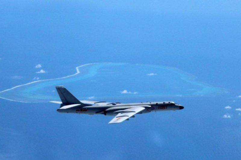 中國解放軍也選定今(10)日起開始一連4天在南海實施軍演,對此國防部表示,對於區域內及我國海、空域共軍的動態均能有效掌握和應處。圖為共軍轟6K轟炸機。(資料照,取自中國空軍官方微博)