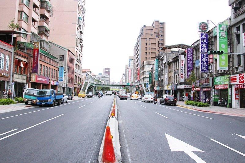 使用中國都市命名的北市南京西路。(圖/前衛出版提供)