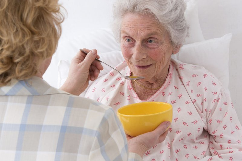 身邊有年邁者需要照護,法國勞工可請3個月親友照護假。(圖/eogatqeg@淘圖網)