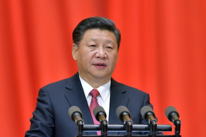 作者認為,兩岸都堅持過去立場,立場堅持不變逐漸累積成為「教條」。教條也成政治現實裡一股無法扭轉的力量。公開講話都是「政治語言」,政治語言成為教條信徒的信仰與口號。圖為紀念孫中山誕辰150周年大會11月11日在北京人民大會堂舉行,中共中央總書記習近平發表。(新華社)