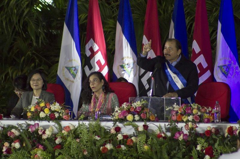 蔡英文總統參加尼加拉瓜總統奧迪嘉的第三任任期就職典禮。圖中長髮女子為第一夫人、也是尼國副總統穆麗優。(美聯社)