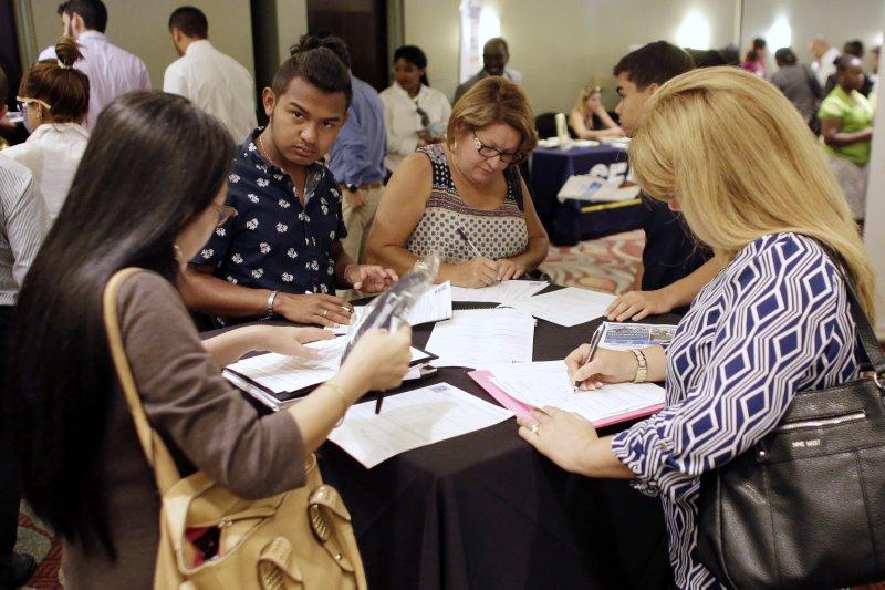 白領失業一個巨大而嚴肅的問題。(AP)
