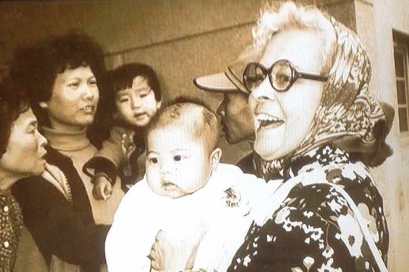 澎湖白姑娘寫下台灣史上最感人的一頁歷史與傳奇,愛台灣一點也不輸台灣人。(圖/想想論壇提供)