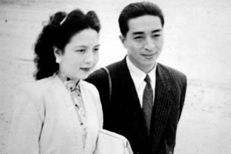 「恭喜恭喜」的創作人陳歌辛創作該曲時,除了在恭喜農曆新年,更是在恭喜中國抗戰勝利。(取自維基百科)