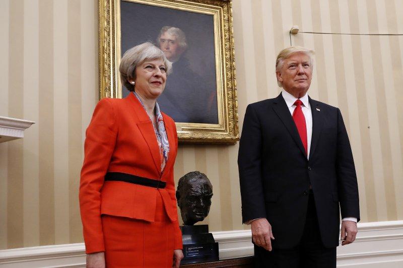 美國新總統川普與英國首相梅伊(AP)