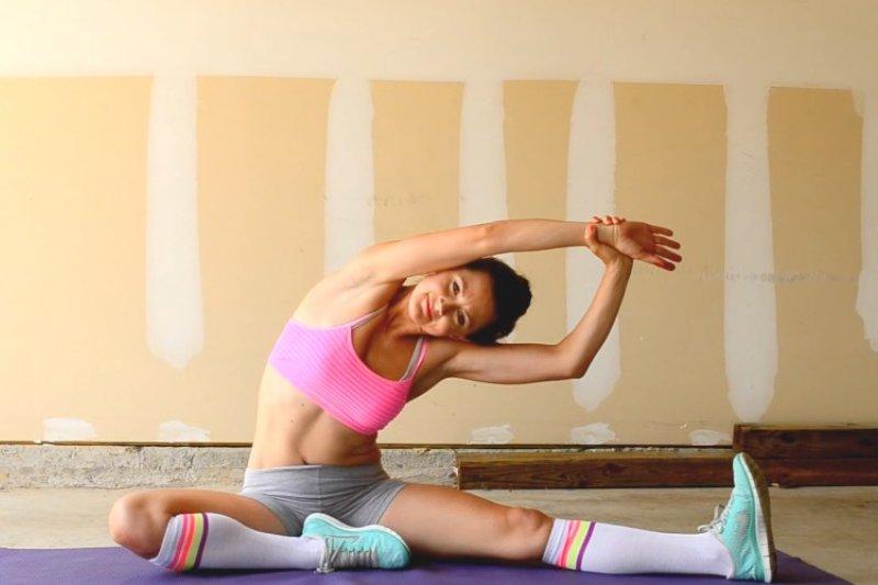 你聽過「比起拉筋,更該放鬆肌筋膜」?什麼是肌筋膜?讓醫師用香腸、葡萄柚解釋…-風傳媒