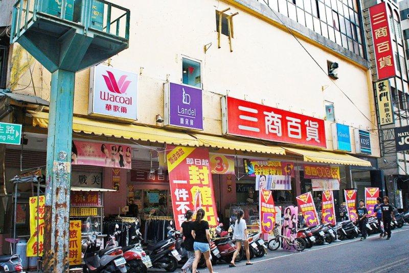 已結業的三商百貨斗六店(圖/wikimedia commons)