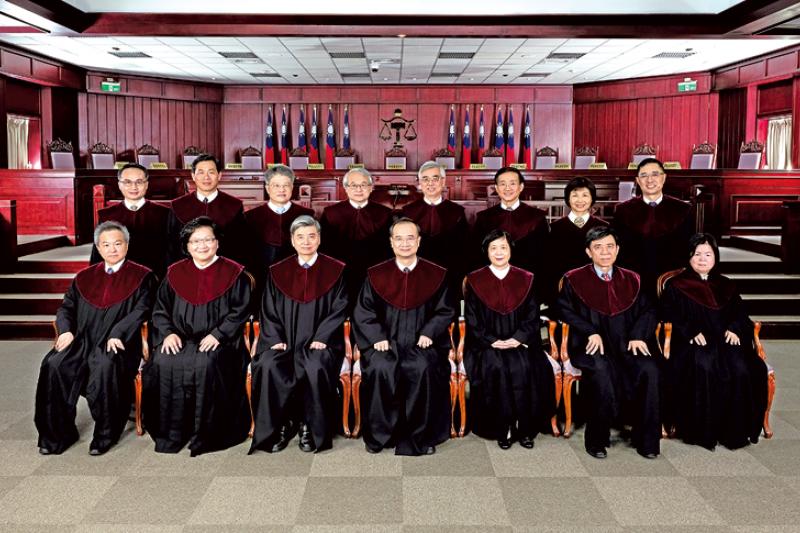 作者呼籲司改會重視法官遴選與淘汰制度,尤其行政法院的法官更需要受到監督。圖為現任大法官。(取自司法院網站)
