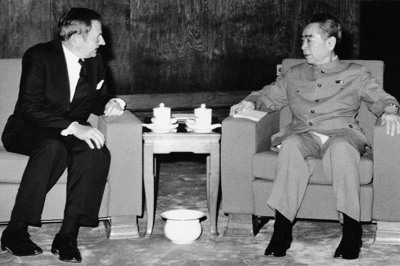大衛.洛克斐勒(左)與中國前總理周恩來會面(AP)