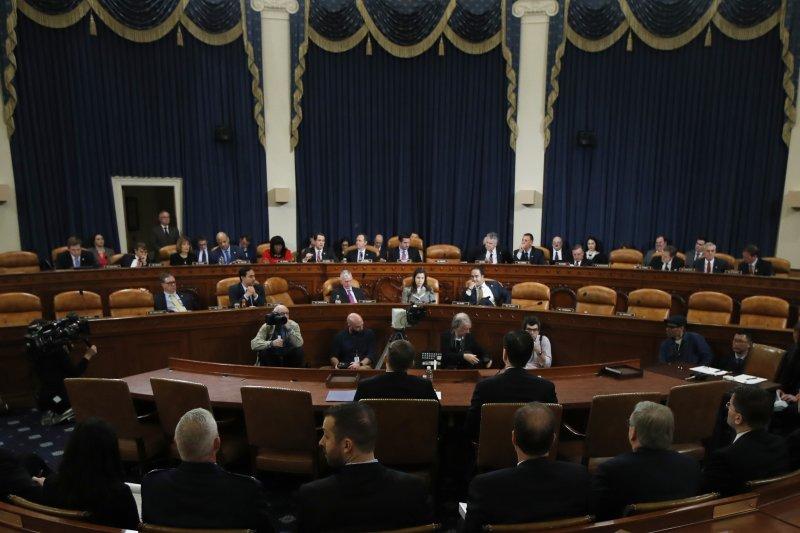 美國聯邦調查局長柯密(James Comey)與國家安全局長羅傑斯(Mike Rogers) 20日出席聯邦眾議院情報委員會聽證會(AP)