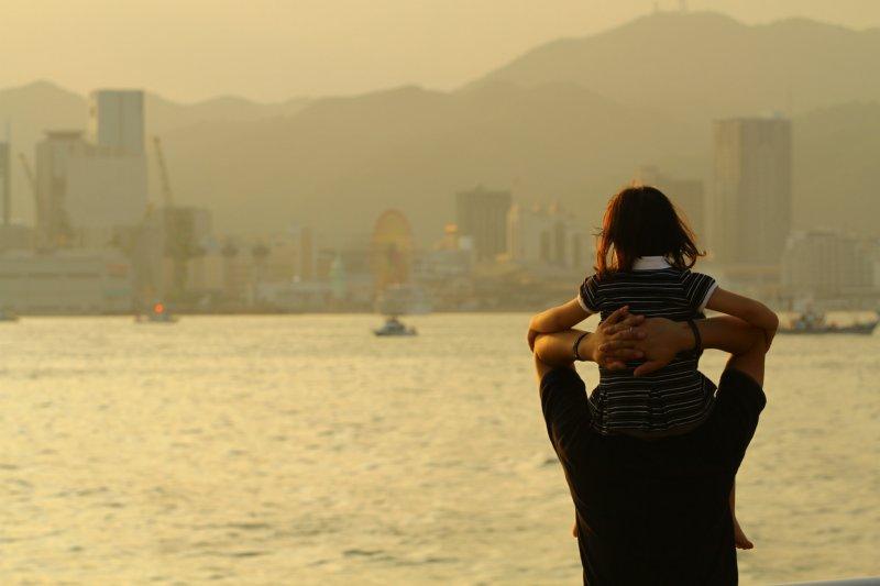 親子、父母、孩童、孩子、親情。(KobeGakuinUniversity PhotographyClub@flicker)