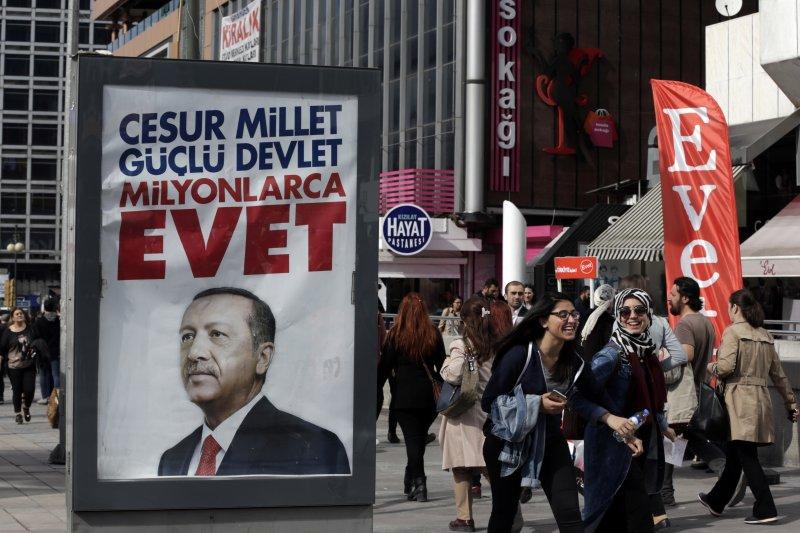 土耳其修憲公投16日登場,總統艾爾多安(Recep Tayyip Erdoğan)力推「廢議會制、改總統制」(AP)