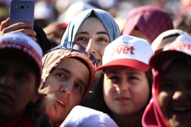 土耳其修憲公投16日登場,總統艾爾多安力推「廢議會制、改總統制」,社會反應兩極(AP)