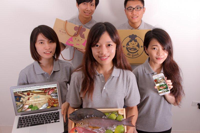 畢業於台大政治系的莊景宇(圖中),不顧爸媽反對、用年輕思維賣生鮮,打造自己的一片天!(圖/平安文化提供)