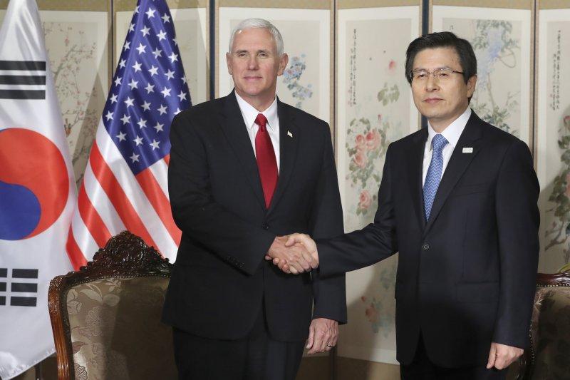 美國副總統彭斯與南韓代理總統黃教安。(美聯社)
