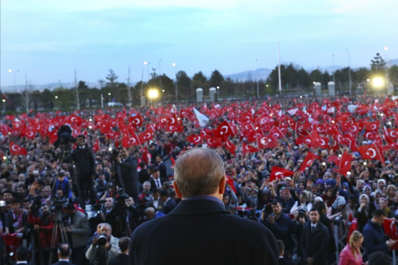土耳其4月16日進行改變政體的修憲公投,總統艾爾多安宣布「贊成」陣營獲勝(AP)