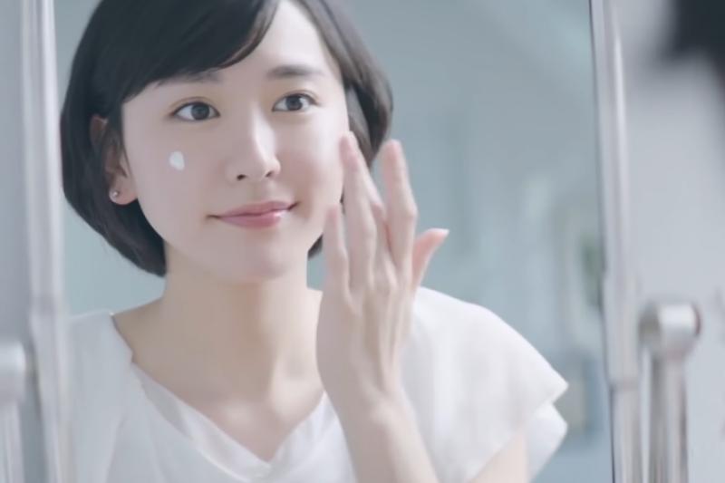 許多消費者對於pH5.5或pH5這數字深信不疑,相信弱酸性保護皮膚?(示意圖/翻攝自Youtube)