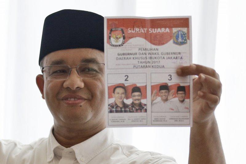 印尼雅加達選舉,由於鍾萬學對於伊斯蘭的言論,讓本先落後的阿尼斯最後獲得勝選。(美聯社)