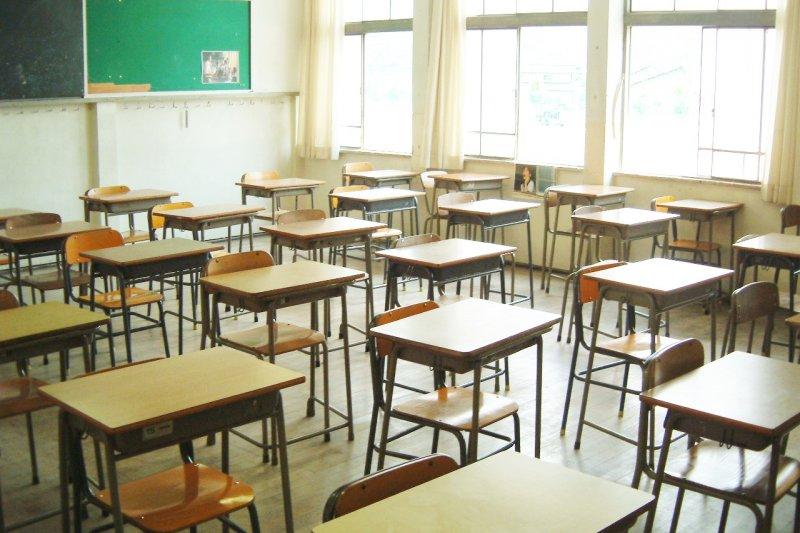 在奧地利中學,書就是書,沒有所謂的課外書;有人就有競爭,但可以同時很多個第一名...(示意圖/f_a_r_e_w_e_l_l@Flickr)