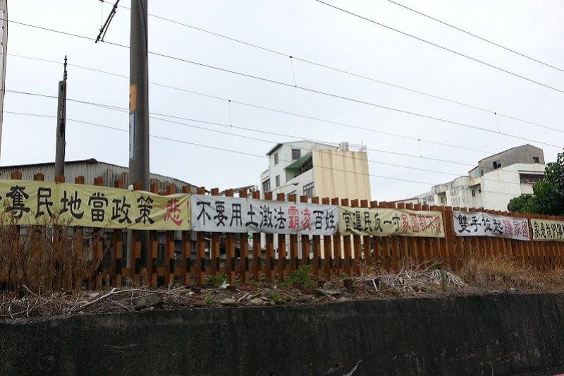 前瞻計畫之一的台南鐵路地下化,已經是迫遷進行式。要避免重蹈南鐵悲劇,土地徵收評估要做在前頭。(朱淑娟攝)