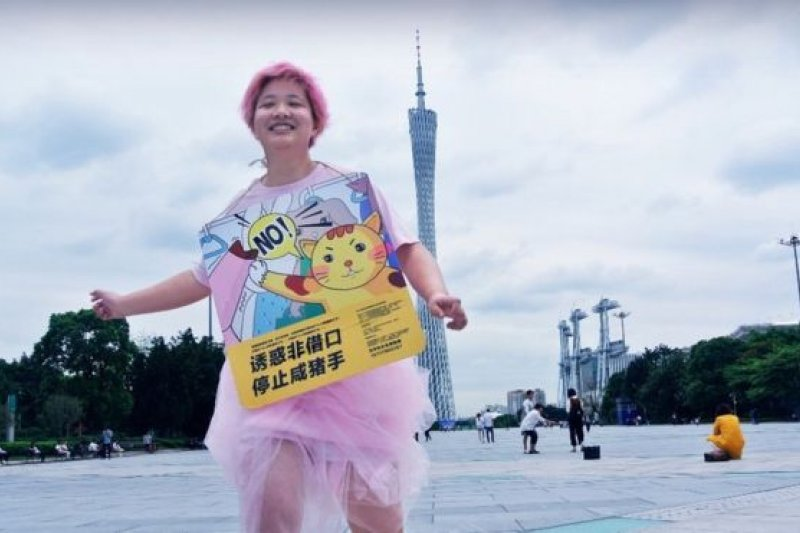 張累累說我是個「奇怪的人」,粉紅的頭髮還穿得粉粉的。(BBC中文網)