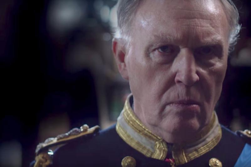 電視劇《查爾斯三世》中的查爾斯王子。(PBS@YouTube)