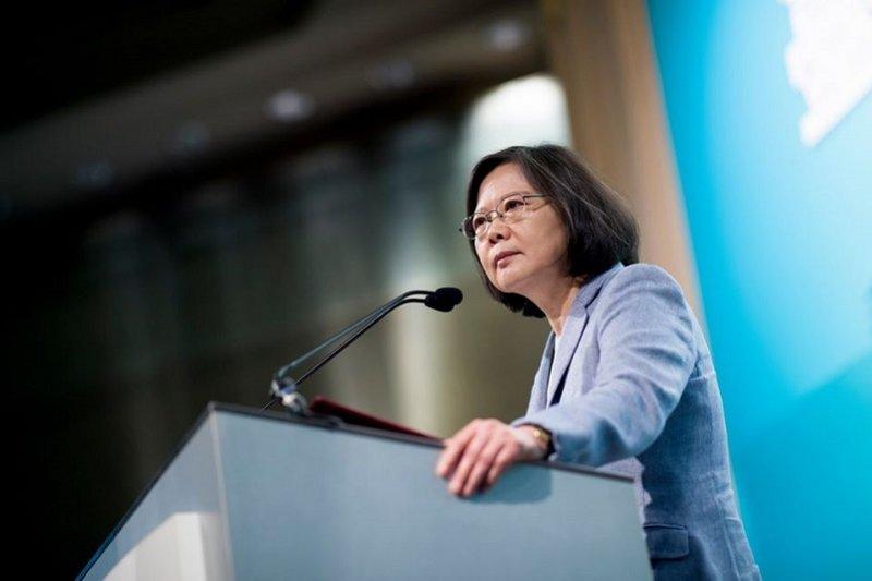 作者認為,比起台灣能否參與WHA,蔡英文更應該擔心美國退出《跨太平洋戰略經濟夥伴關係協議》(TPP),如今又認可一帶一路,這讓台灣在亞太更人單勢孤。(蔡英文臉書)