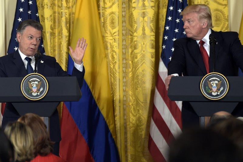 美國總統川普19日首度和哥倫比亞總統桑托斯進行正式會面。(美聯社)