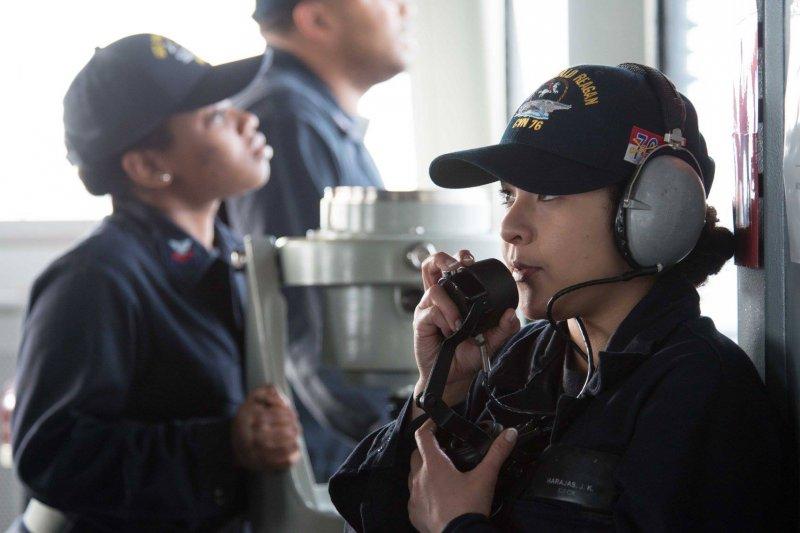 美國海軍雷根號(USS Ronald Reagan)航空母艦的女性官兵(雷根號臉書)